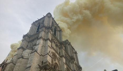 IMATGES. Incendi a Notre Dame
