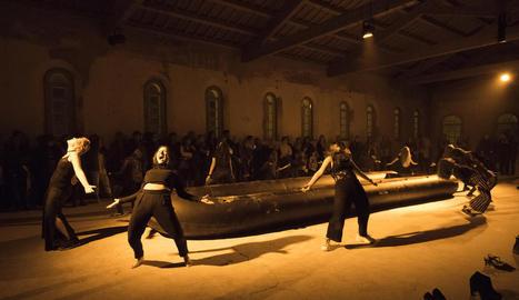Un moment de l'espectacle 'Halab', coreografiat per la companyia de dansa contemporània Sol Picó.