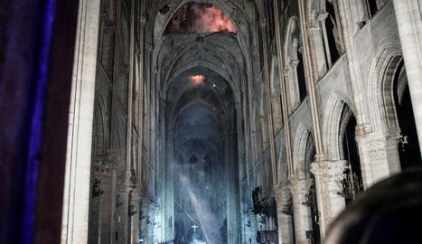 Així ha quedat l'interior de la catedral de Notre-Dame després de l'incendi.