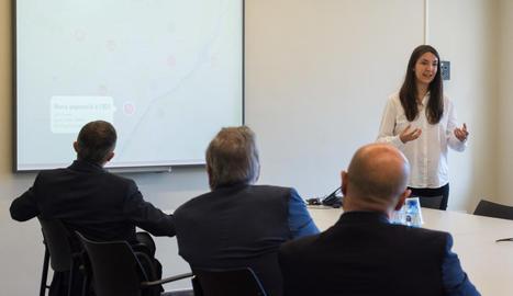 La lleidatana Gemma Prenafeta, ahir durant la presentació a Lleida de les novetats de la seua aplicació mòbil Sharify.