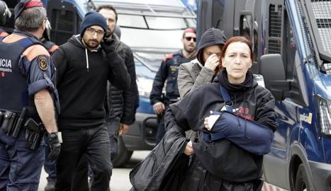 Imatge dels activistes desallotjats dimarts a Riudellots.