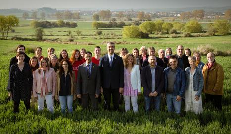 Foto de família de la candidatura d'Acord Esquerra a Agramunt.