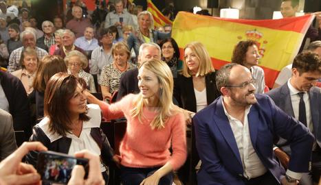 Visita de Cayetana Álvarez de Toledo i Alejandro Fernández a Lleida