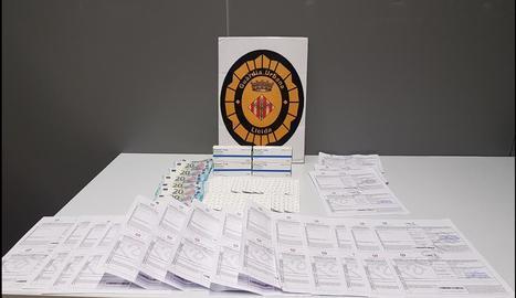 Receptes i medicaments confiscats a Prat de la Riba.
