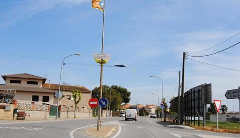 Veïns de Vallfogona de Balaguer, que van assegurar que aniran a votar a les eleccions generals.