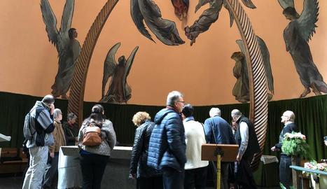 Imatge de la visita guiada que va tenir lloc ahir a l'església de l'Assumpció del Pont de Suert.