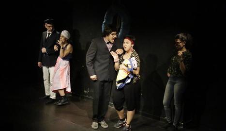 Un dels capítols de l'espectacle d'improvisació 'Passatgers a bord!!!' ahir a La Saleta.