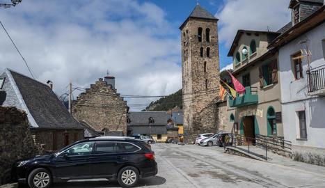 Vista de Vilamòs, on no oneja cap banderola ni cartells dels partits polítics per a les eleccions generals.