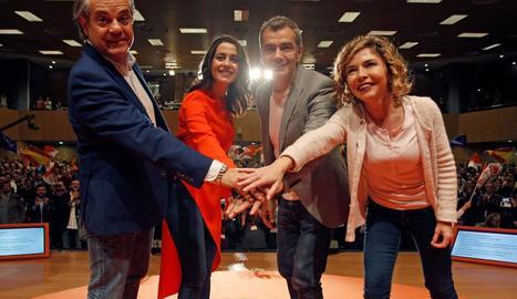 Arrimadas, amb Marcos de Quint, Toni Cantó i Marta Martín al míting de Ciutadans a Alacant.