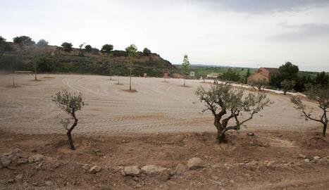 Vista general del nou aparcament per a autocaravanes a la part baixa del parc de Montalbà.