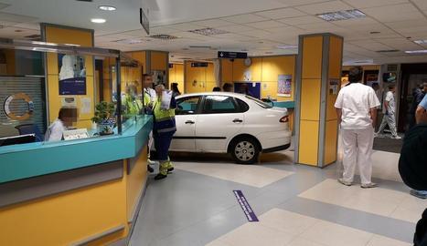 Foto del cotxe a l'interior d'Urgències de l'Hospital de Basurtu.