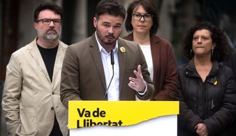 Rufián, ahir en un acte d'ERC davant de la conselleria d'Economia.