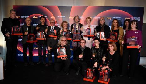 Fotografia de família dels guardonats a la 23a edició dels Premis Continuarà.