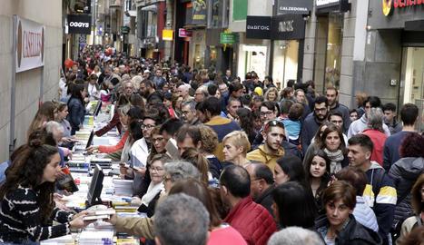 Ahir a la tarda, abans de la pluja, no cabia ni una agulla al carrer Major de Lleida.