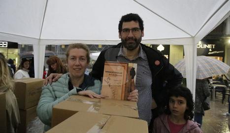 Roses i llibres omplen els carrers de Lleida