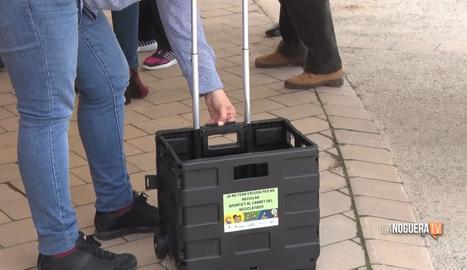 La Noguera reparteix carros de reciclatge a les persones majors de 75 anys