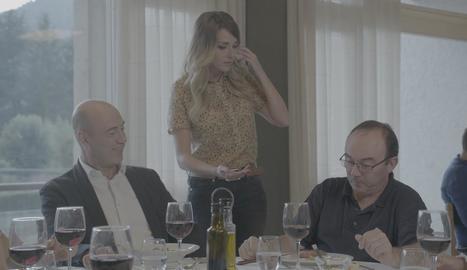 Tomàs Molina ha de detectar l'infiltrat en una família.