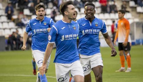 Txemi celebra el gol que va marcar diumenge al Peralada.