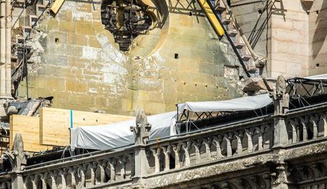Imatge d'ahir dels treballs de consolidació a la façana de la catedral de Notre-Dame.