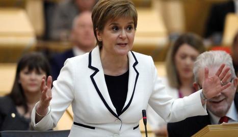 Nicola Sturgeon durant el discurs al Parlament escocès.