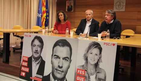 L'alcaldable del PSC a Tremp, Sílvia Romero, amb Montilla i Orrit.