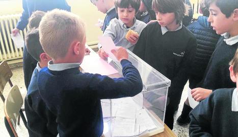 Els alumnes de la Institució Lleida estudien la democràcia