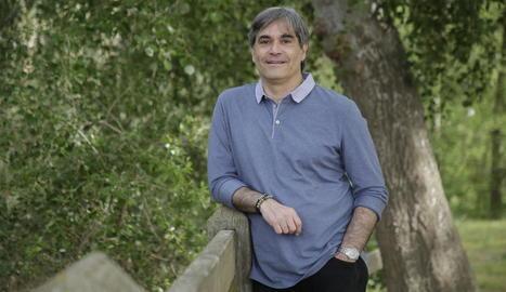 Eritja és historiador i ha presidit a Lleida Òmnium i l'Ateneu.