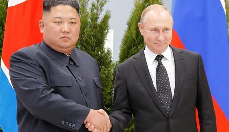 El líder nord-coreà, amb el president de Rússia, ahir.