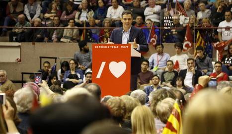 Pedro Sánchez, ahir a Barcelona, durant la intervenció al míting dels socialistes.