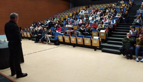 El doctor David Bueno apropa la neurociència educativa en una conferència a Artesa de Lleida