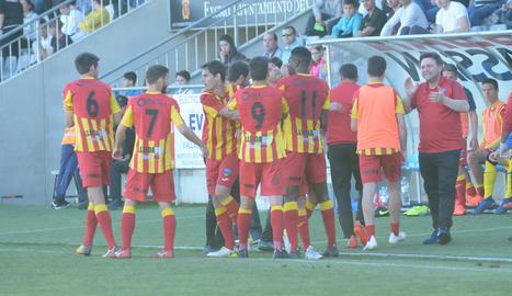 Els jugadors del Lleida celebren el gol de l'1-1.