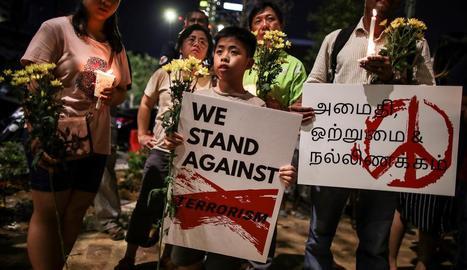 Vetlla en homenatge a les víctimes de l'atemptat de diumenge passat a Sri Lanka.