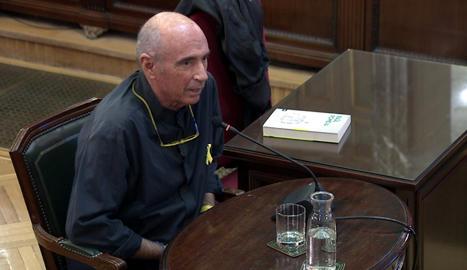 Llach reconeix que va aconsellar als 'Jordis' pujar als cotxes de la Guàrdia Civil per desconvocar el 20-S