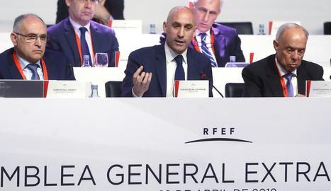 El president de l'RFEF, Luis Rubiales, durant l'assemblea.