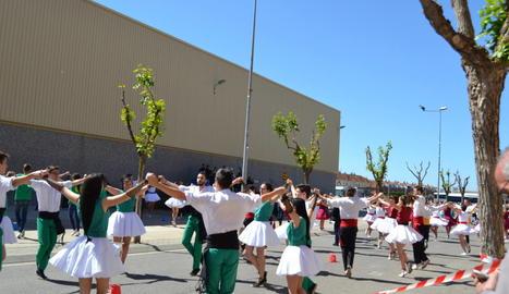 Més de 150 sardanistes participen en el concurs de colles a Mollerussa