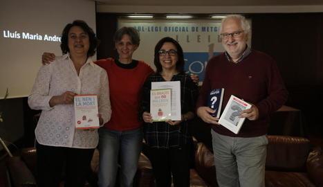 Els autors, ahir a la presentació al Col·legi de Metges.