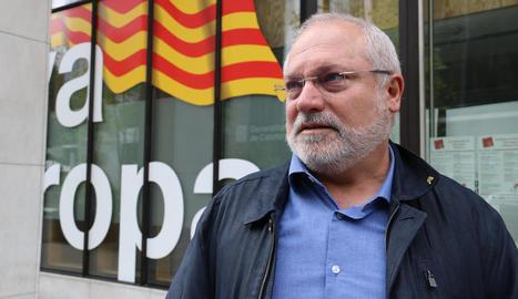 El candidat de JxCat a l'alcaldia de Terrassa, Lluís Puig, durant l'entrevista amb l'ACN a Brussel·les.