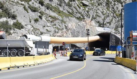 Imatge de les obres d'excavació de runa del túnel de Tres Ponts, a la carretera C-14.