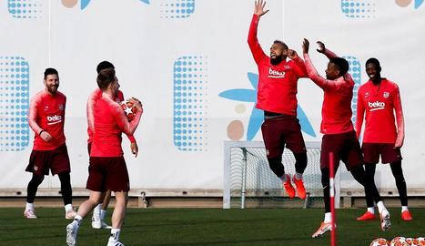 Els jugadors barcelonistes es van entrenar ahir per preparar el partit davant del Liverpool.