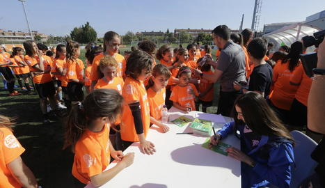 Les noies que van participar en la Jornada de Futbol Femení de Torrefarrera van posar per a una fotografia de grup.