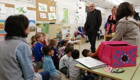 El conseller, en visita als centres educatius de Solsona.