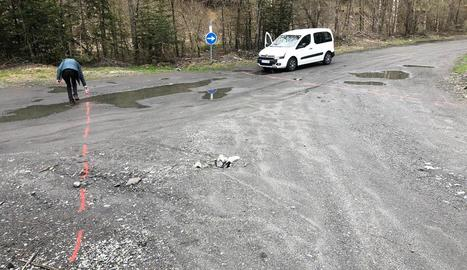 Senyalització prèvia a la millora d'accés a la Ribera de Valarties.