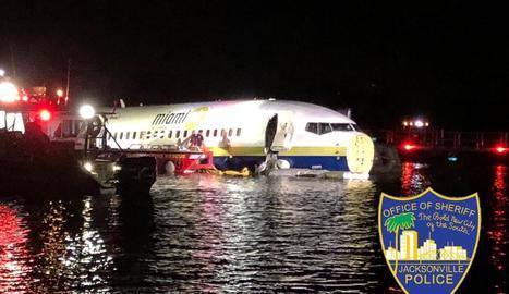 Un Boeing 737 aterra en un riu de Florida amb 143 passatgers a bord