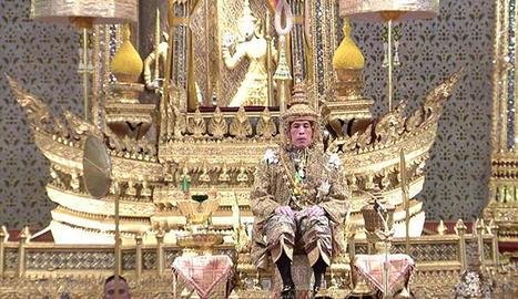 La corona és una peça de set quilos d'or amb diamants.