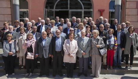 Foto de grup dels alcaldes i regidors assistents a l'acte institucional.