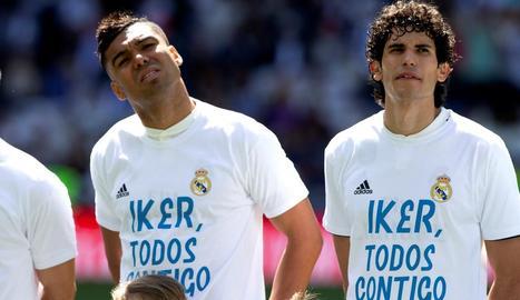 Casemiro, amb la samarreta de suport a Casillas abans del partit.