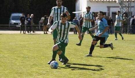 Una acció del partit entre l'Alguaire i el Rosselló.