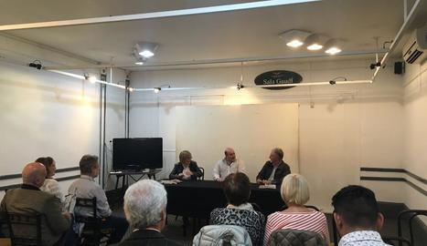 Els escriptors lleidatans, durant la presentació a la sala Gaudí del Casal Català de Buenos Aires.