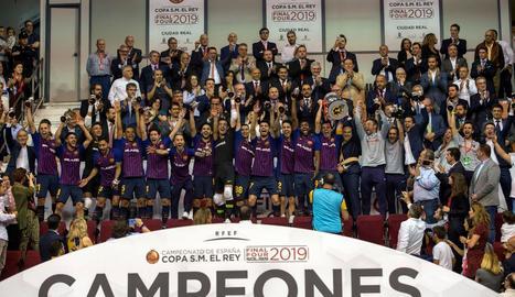 La plantilla del Barça de futbol sala celebra el seu sisè títol de Copa del Rei.