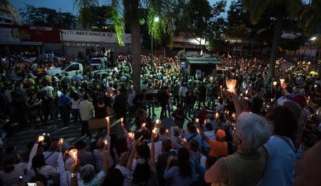 Oració de l'oposició pels morts durant la crisi política.